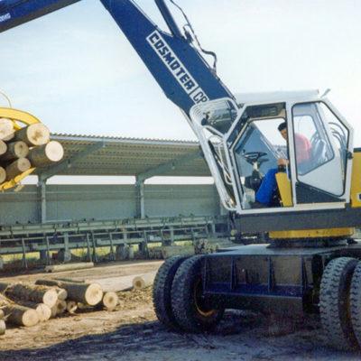Forca idraulica attaccata ad un escavatore - Verdelli International